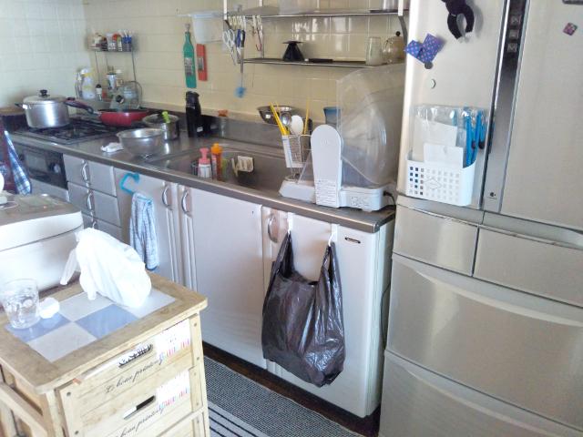 改修前の壁付けI型キッチン